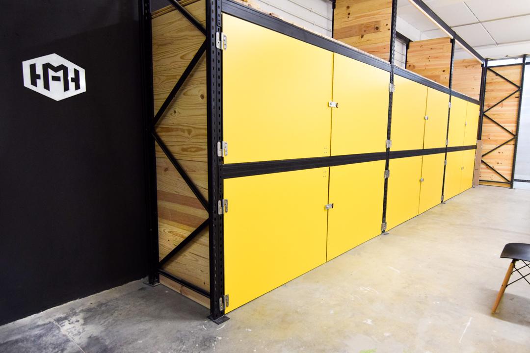 Fablab en Madrid - armarios amarillos