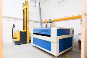 coworking industrial en Madrid - cortadora láser